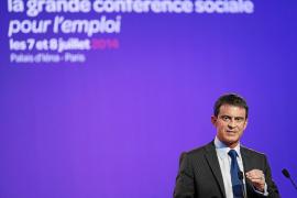 El Gobierno francés saca adelante sus reformas pese a la oposición sindical