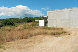 El polideportivo municipal se verá ampliado con una piscina y una pista de 'skateboard'