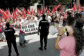 Cerca de 300 personas claman en Palma: «La huelga no es un delito»