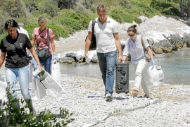 Investigan la muerte de una mujer que apareció en aguas de Alcanada