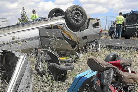 Rescatan a un conductor atrapado tras volcar en la carretera vieja de Sineu