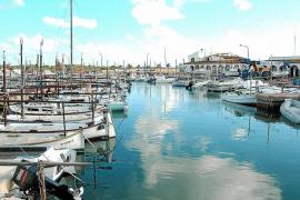 El plan turístico de ses Salines desaconseja la privatización del puerto de la Colònia