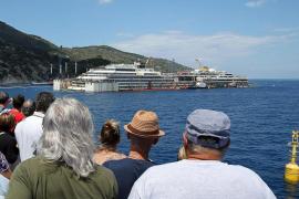 El crucero Costa Concordia vuelve a flotar antes de su traslado a Génova