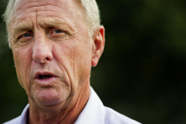 Cruyff duda sobre cómo encajarar a Luis Suárez en una delantera con Messi y Neymar