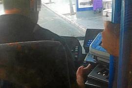 Varios conductores de la EMT, 'cazados' con el móvil al volante