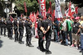 Los sindicatos se concentran en Palma por los derechos del personal público