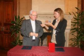 Xavier Salinas recibe las claves del cajón de las limosnas de la iglesia de la Sang