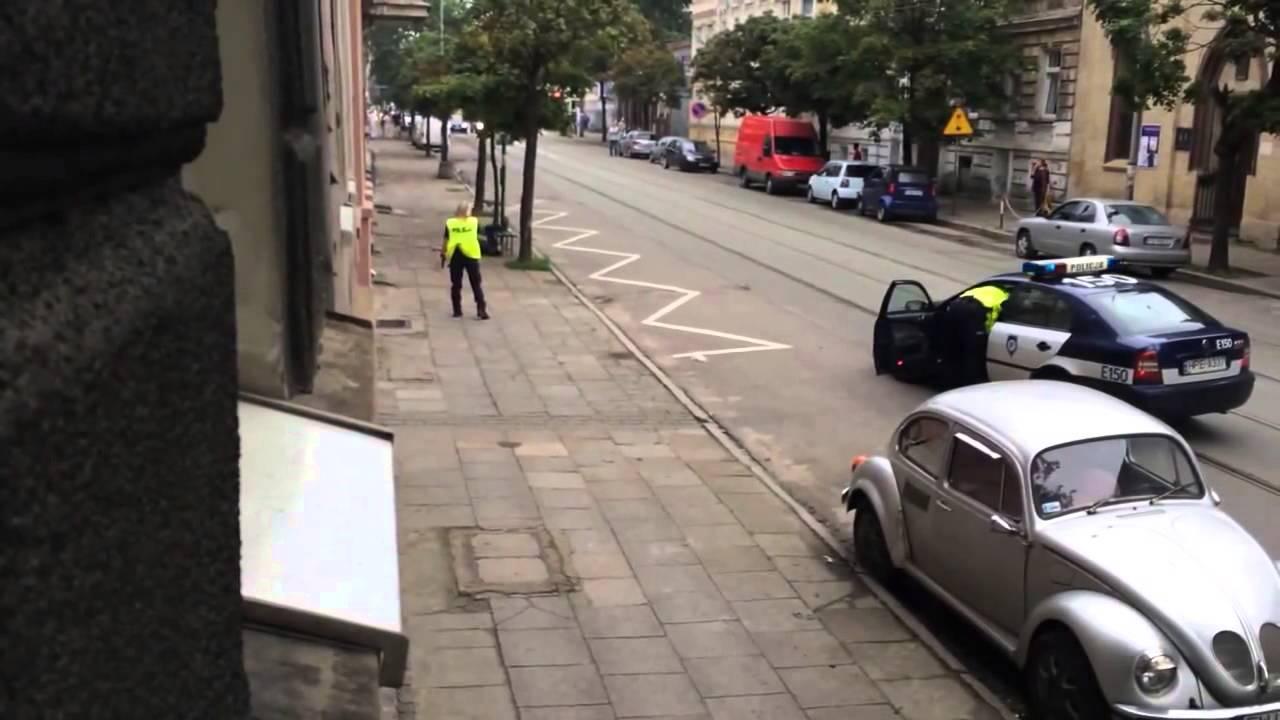 Escalofriante detención a tiros de la policía polaca