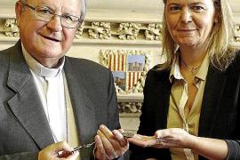 Palma local el consell da llaves de la sang al obispo fotos Teresa Ay