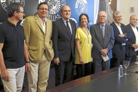 Mas pacta con los grupos proconsulta la estrategia antes de reunirse con Rajoy