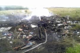 Los restos del avión siniestrado en Ucrania
