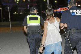 Sorprenden a una banda de menores que robaba a amantes en la playa de Magaluf