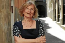 Lucía Graves: «Ser la hija de un genio se llevaba y se lleva muy bien»