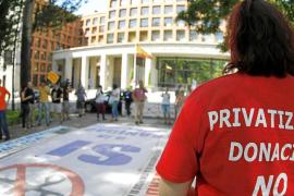 Protesta de la 'Marea Blanca' contra las purgas en la sanidad madrileña