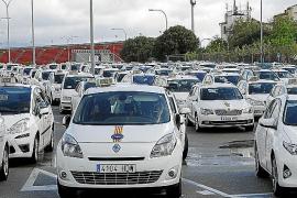 Los taxistas de Palma harán huelga el 1 de agosto por los motocarros ilegales