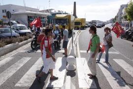 La jornada de huelga de empleados públicos en las Pitiüses, en imágenes