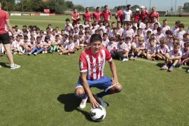 El mallorquín Carmona renueva con el Sporting