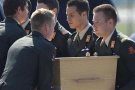 Llegan a Holanda los primeros restos mortales de los fallecidos en el avión malasio