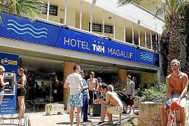 LA MAYORIA DE TURISTAS DE ALCOHOL EN MAGALUF SE ALOJAN EN HOTELES DE MATUTES Y DE UN BANCO.