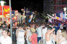 Hoy entra en vigor en Calvià la nueva ordenanza para regular el 'pub crawling'