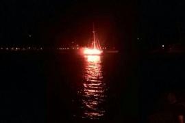 Dos muertos al arder un velero en la bahía de Portocolom