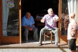 Paco Carmona oficia esta tarde su última misa como rector del pueblo
