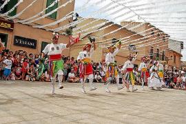 Los Cossiers conquistan al pueblo en Sant Jaume