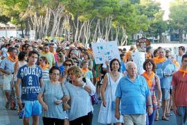 Los vecinos de Portocolom claman en masa para tener «agua potable de calidad»