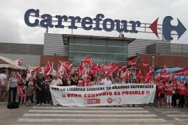Trabajadores de grandes almacenes se concentran contra del convenio que rebaja sus derechos