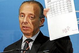 """EL CONSELLER DE TURISMO CARLOS DELGADO COMPARECE ANTE LA PRENSA POR EL CASO """" RADIO CALVIA """"."""