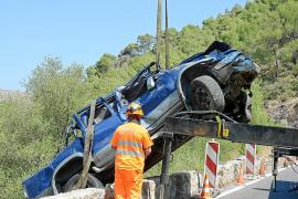 Rescatados los dos ocupantes de un coche que cayó a un torrente en s'Arracó