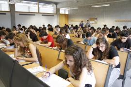 Los estudiantes de Balears estrenan la nueva selectividad con nervios y expectación