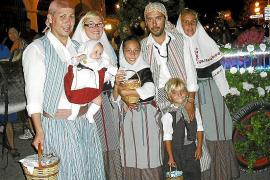 Toda Valldemossa participa en el desfile de la Beateta