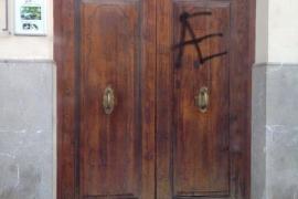 La Obra Cultural Balear denuncia un acto vandálico contra su sede en Palma