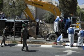 Atenta con un tractor contra un autobús en Jerusalén