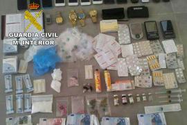 Dos arrestados en Magaluf por robar móviles de gama alta y tráfico de drogas