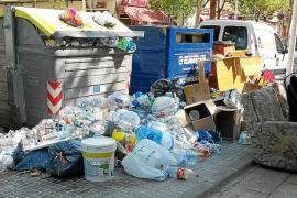 Palma sigue llena de basura y Emaya, con el absentismo al alza