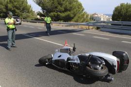 Muere un motorista tras ser arrollado por un 'quad' en la autopista de Andratx