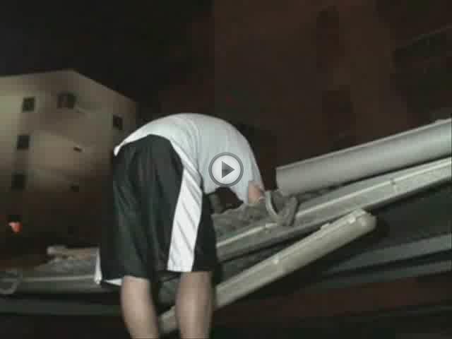 Un hombre se precipita desde un cuarto piso en la calle Son Gibert