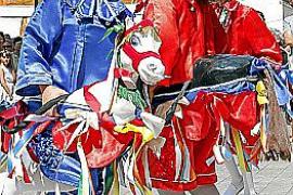 Los Cavallets Cotoners de Llucmajor danzan ante Santa Càndida