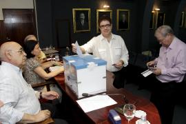 Antoni Bennàsar, presidente del Colegio de Médicos gracias al voto por  correo