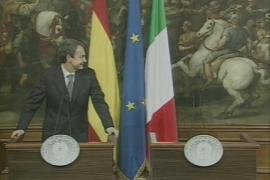 Berlusconi 'abandona' a Zapatero