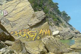 El Ajuntament condena las pintadas realizadas en ses Pedres Planes