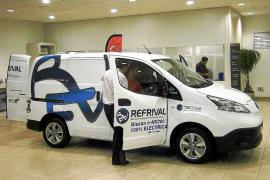 Nissan cede dos modelos e-NV200 a la empresa Refrival