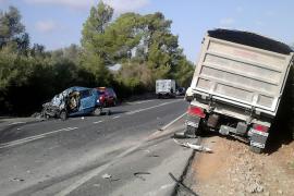 Fallece una conductora tras chocar con un camión en Campos