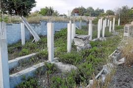 La demolición de los adosados de Ruberts lleva un año de retraso