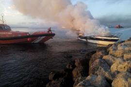 Incendio de un barco en Palma
