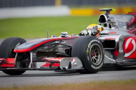 Hamilton rompe la racha de Red Bull; Alonso, cuarto