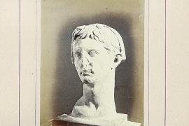 El busto de Augusto, en el «Álbum» de Ferrà y Virenque del siglo XIX