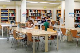 Los usuarios de la Biblioteca Can Sales lamentan la situación que padece